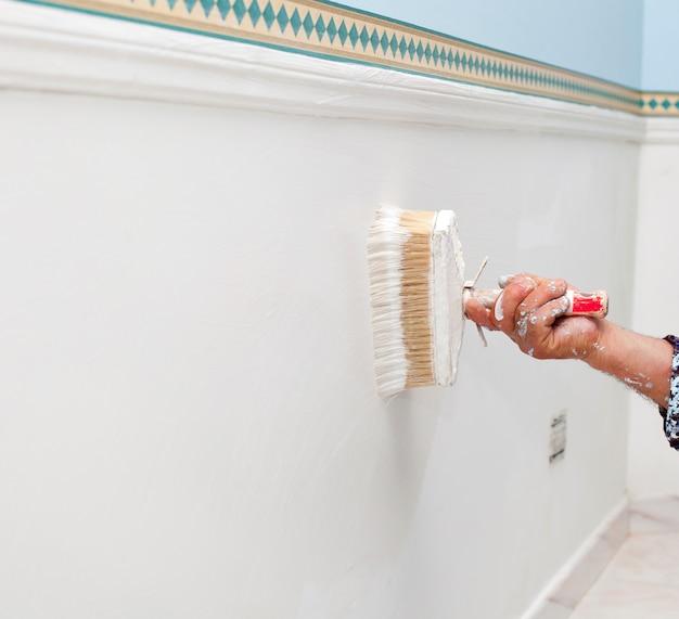 Zbliżenie muśnięcie z biel ścianą