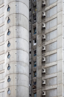 Zbliżenie na betonowy budynek miejski