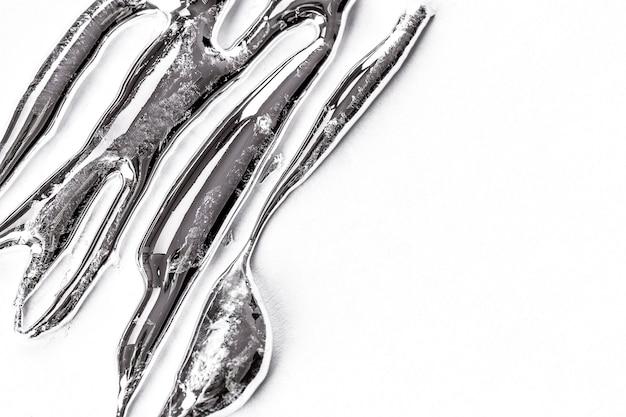 Zbliżenie na ciekły metal tekstury na białym tle