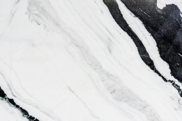 Zbliżenie na czarno-białą marmurową teksturę ściany