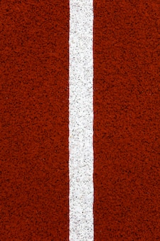 Zbliżenie na czerwonym bieżni stadionu