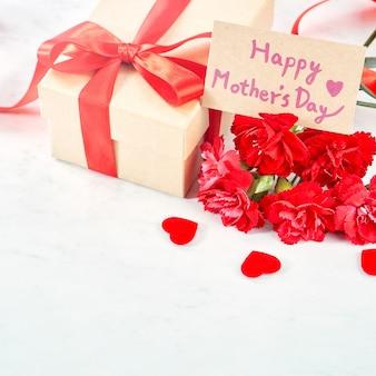 Zbliżenie na dzień matki powitanie koncepcja prezent.