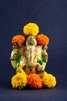 Zbliżenie na hinduskiego boga ganesha idol