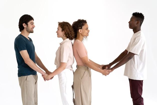 Zbliżenie na ludzi, którzy razem stają się silniejsi
