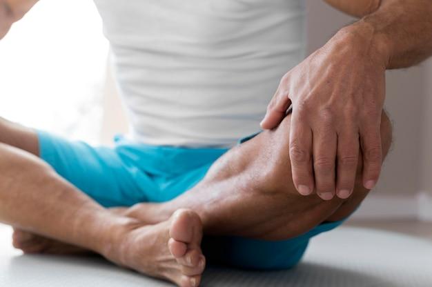 Zbliżenie na nogi osoby uprawiającej sport