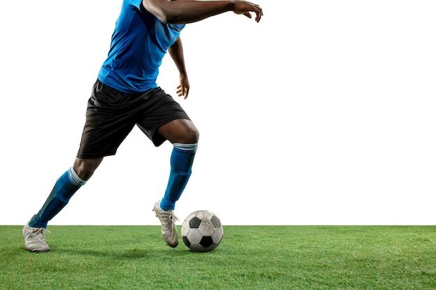 Zbliżenie na nogi profesjonalnej piłki nożnej, piłkarza