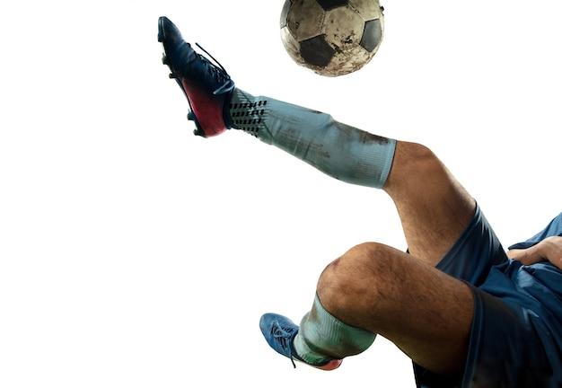Zbliżenie na nogi profesjonalnej piłki nożnej, piłkarzy walczących o piłkę