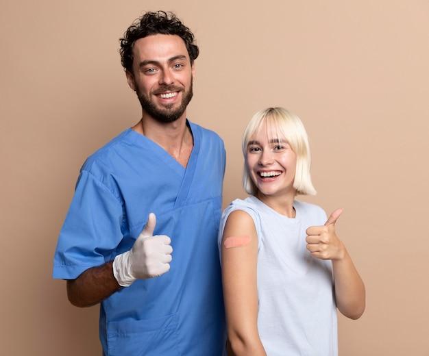 Zbliżenie na osobę po zaszczepieniu
