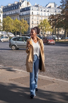 Zbliżenie na piękną francuską kobietę
