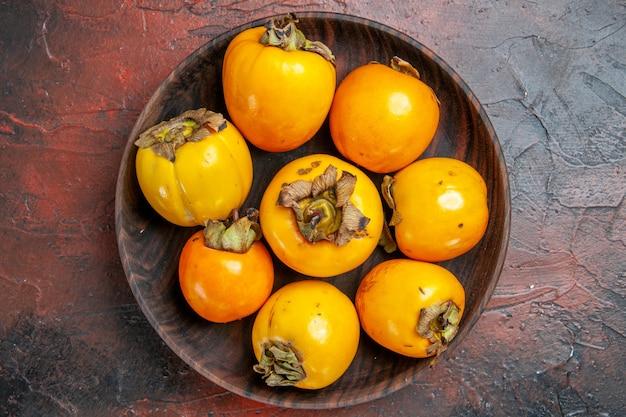 Zbliżenie na piękne owoce diospyros kaki