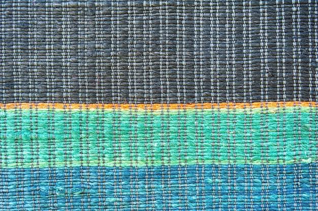 Zbliżenie na piękny kolorowy ręcznie robiony dywan lub dywan motley