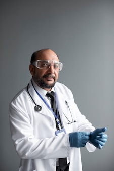 Zbliżenie na pracownika służby zdrowia
