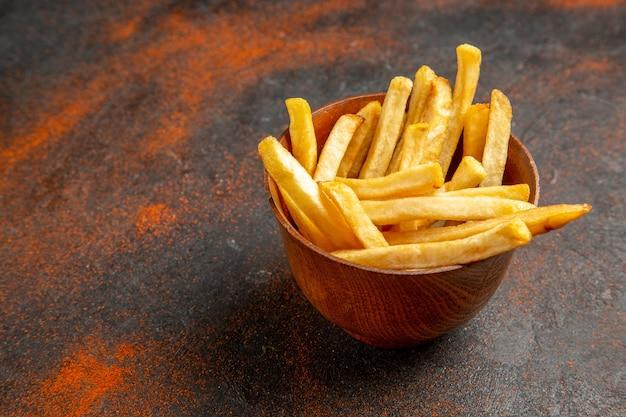 Zbliżenie na pyszne francuskie smażone ziemniaki?