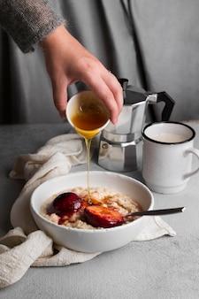 Zbliżenie na pyszne zdrowe śniadanie