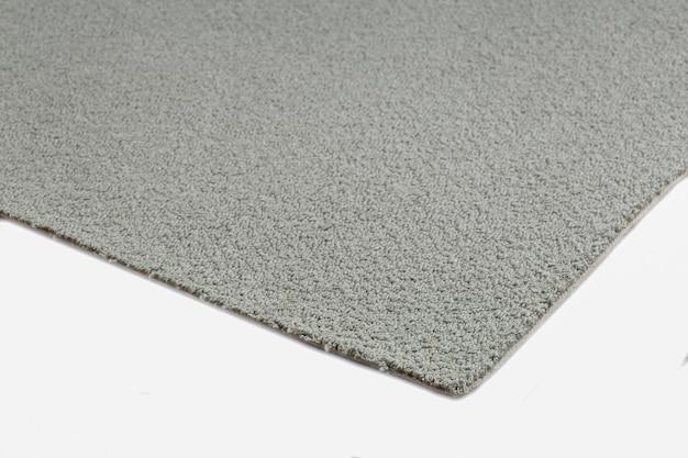 Zbliżenie na szary dywan tekstury na białym tle