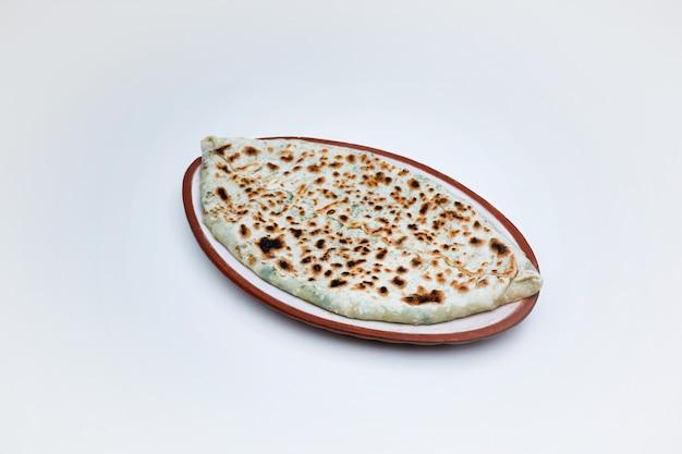 Zbliżenie na tradycyjną potrawę ormian z kapeluszy artsakh zhingyalov