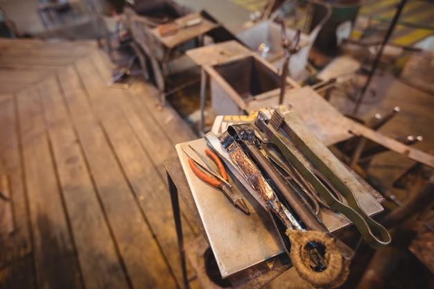 Zbliżenie narzędzia do dmuchania szkła