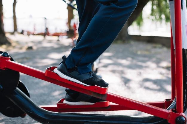 Zbliżenie nogi zobacz treningu na stepper