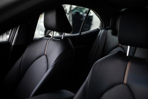 Zbliżenie nowego samochodu do sprzedaży wnętrza