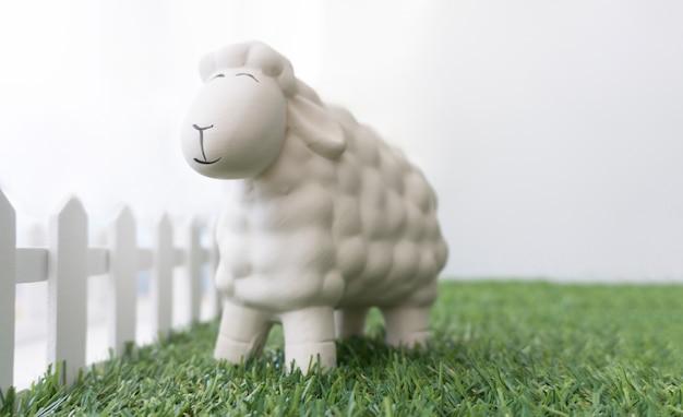 Zbliżenie owce na dzień wielkanocy
