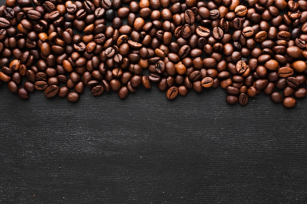 Zbliżenie palonych ziaren kawy