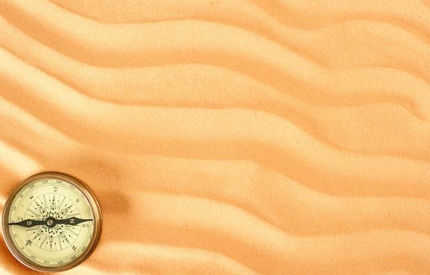 Zbliżenie piasku tło z kompasem