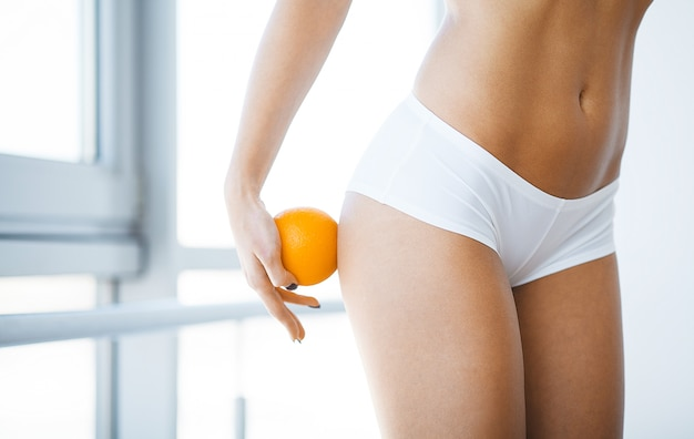 Zbliżenie piękny szczupły ciało kobiety z sexy pośladki, big ass