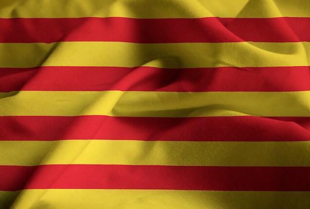 Zbliżenie potargane catalonia flaga, flaga katalonii wiejący wiatr