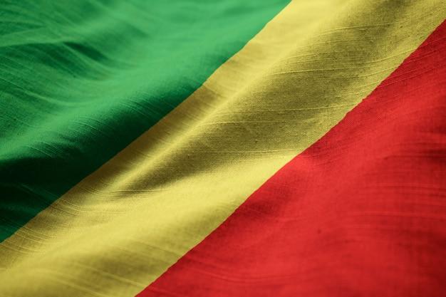 Zbliżenie potargane flaga republiki konga, flaga republiki konga wiejący wiatr