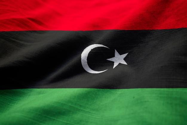 Zbliżenie potargane flagi libii, flaga libii wiejący wiatr