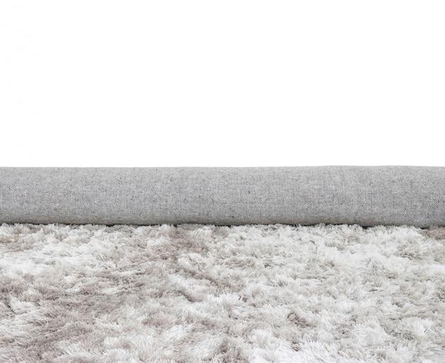 Zbliżenie powierzchni rolki tkaniny szary dywan odizolowywający na bielu