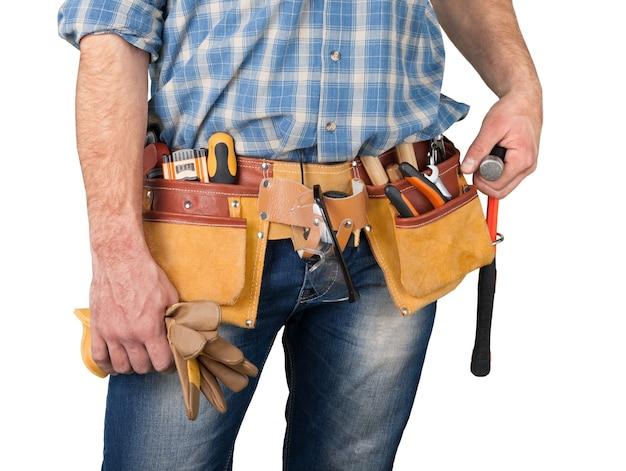 Zbliżenie: pracownik budowlany, pas narzędziowy stolarza