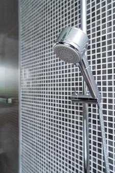 Zbliżenie prysznic w łazience
