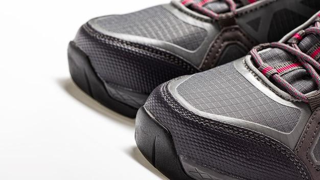 Zbliżenie przodków górskich syntetycznych butów wysokiej jakości