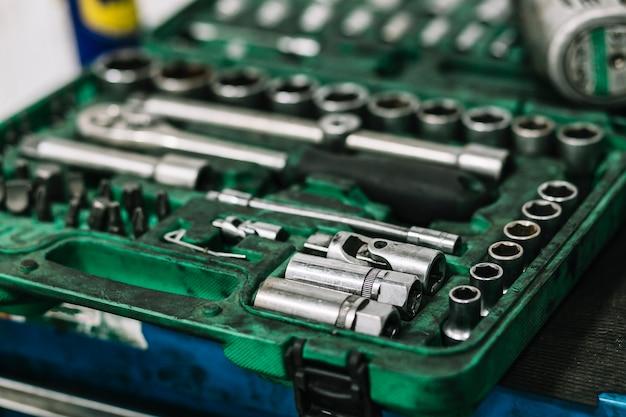 Zbliżenie pudełko z narzędziami