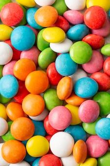 Zbliżenie pysznych cukierków czekoladowych