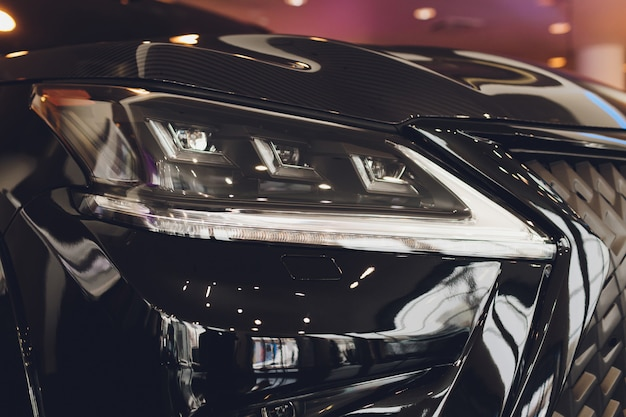 Zbliżenie reflektory samochodowy biały ciała zakończenie