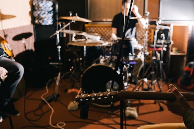 Zbliżenie riffu gitary elektrycznej