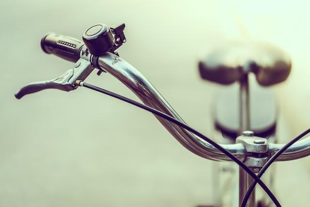 Zbliżenie rocznika rower z dzwonkiem
