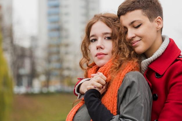 Zbliżenie romantyczne kobiety razem
