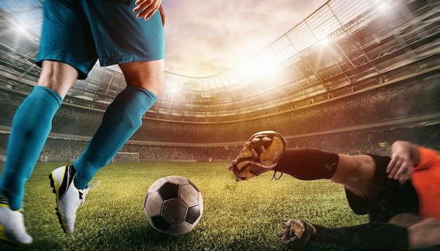 Zbliżenie sceny akcji piłkarskiej z rywalizującymi piłkarzami na stadionie