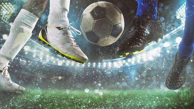 Zbliżenie sceny akcji piłki nożnej z rywalizującymi piłkarzami na stadionie