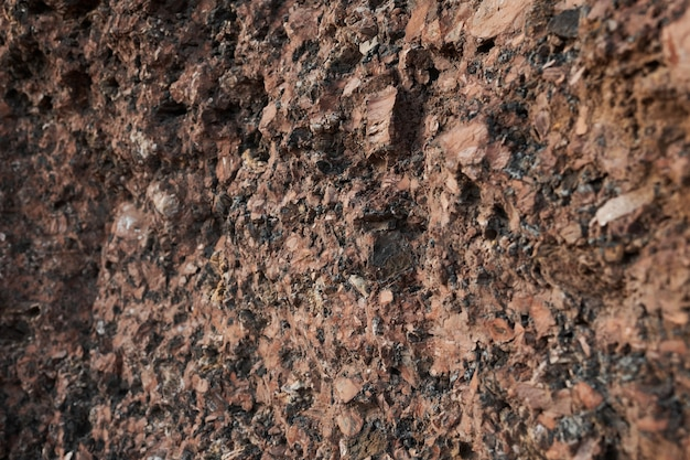 Zbliżenie ściany skalnej góry na pustyni