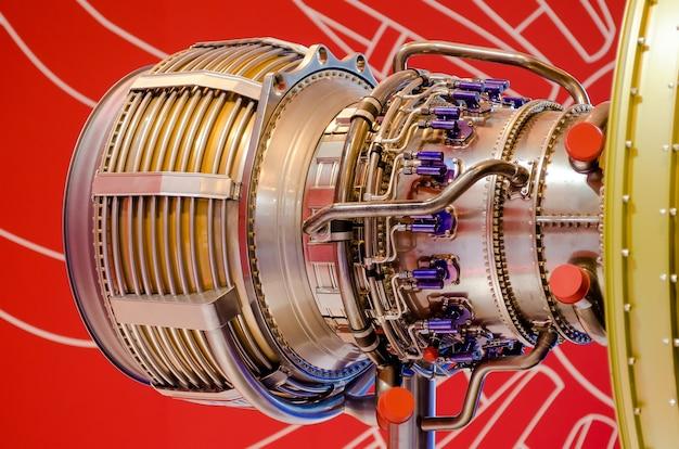 Zbliżenie silnika, konstrukcja rur metalowych.
