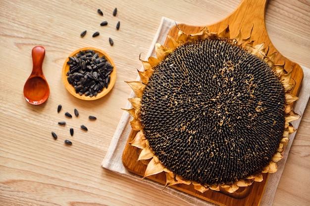 Zbliżenie słoneczników i nasion słonecznika