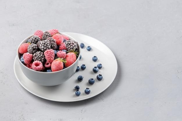 Zbliżenie smacznych mrożonych jagód