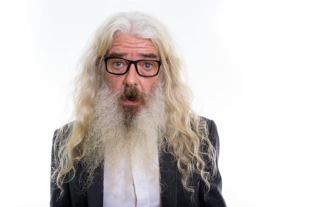 Zbliżenie starszy brodaty biznesmen noszenie okularów