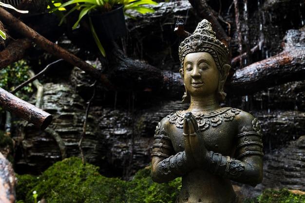 Zbliżenie stary buddyzm na posągi lub modele portretu buddy