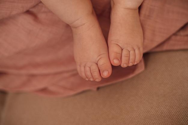 Zbliżenie stóp dziecka