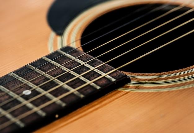 Zbliżenie strun gitarowych